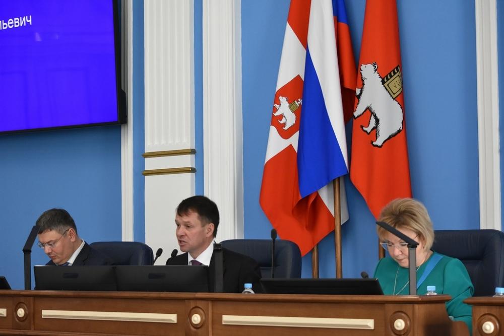 Председатель парламента Дмитрий Малютин с замами.