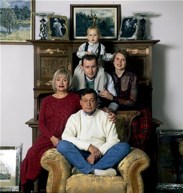 Николай Караченцов с семьей, 2004 год