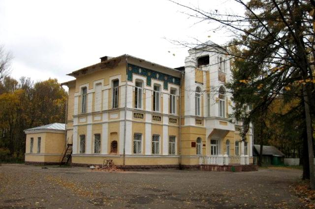 Зданию больницы - 110 лет, и оно могло бы быть памятником архитектуры.