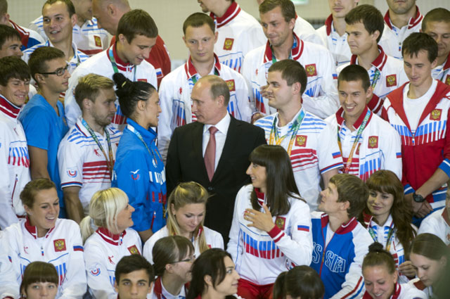 Победители и призёры Всемирной Универсиады в Казани с Владимиром Путиным