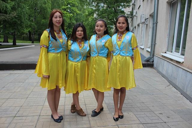 Киргизы всегда готовы к встрече гостей.