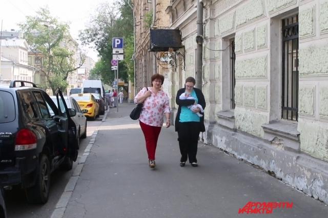 На суд в Германию Анжелина поедет одна. Никита останется с бабушкой в России.