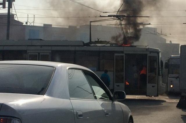13-й трамвай ехал по городу охваченный пламенем