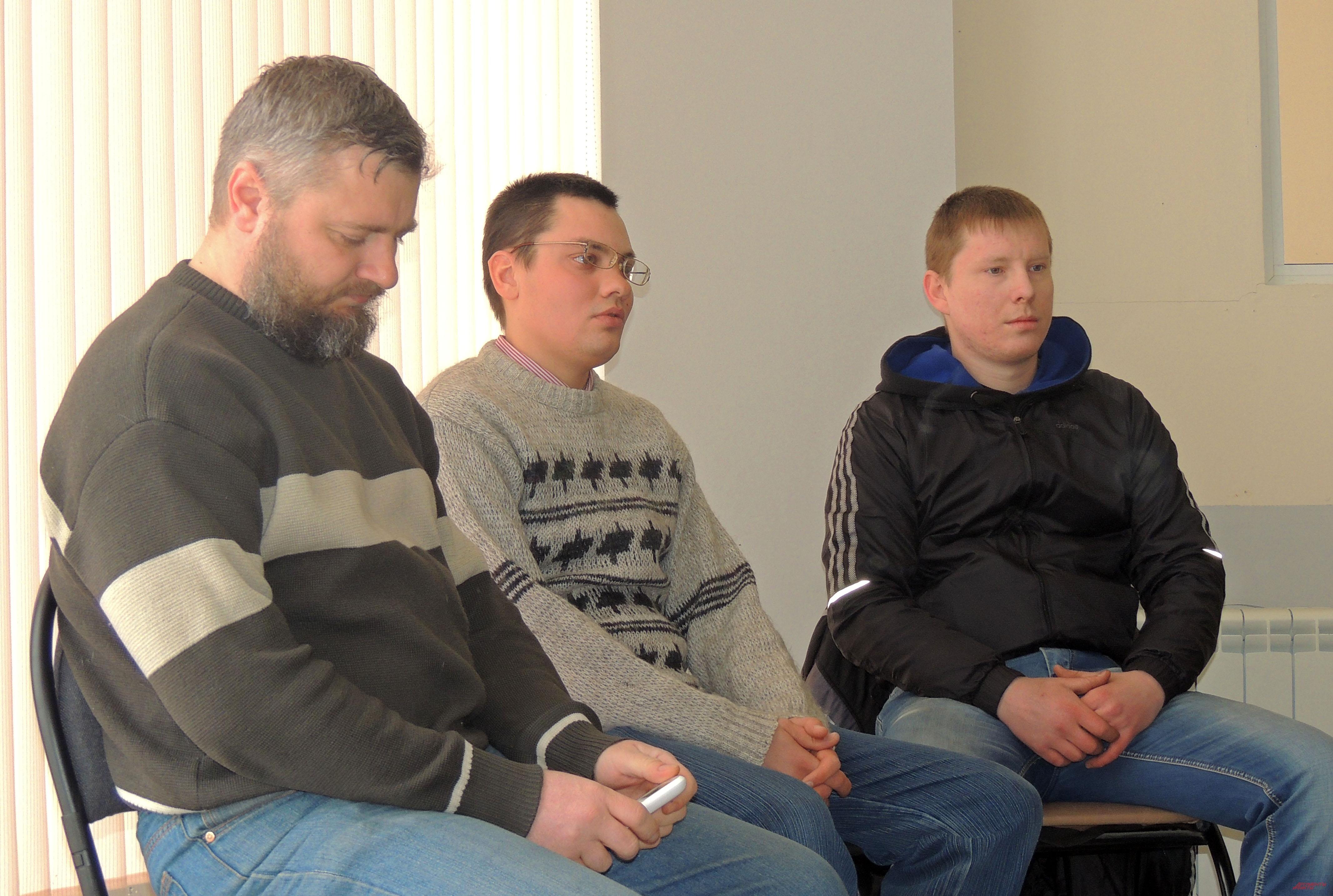 Друг Евгения Алексей (на фото справа) первым забил тревогу
