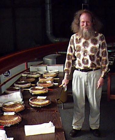 Ларри Шоу, основатель Дня числа пи, в музее Exploratorium.