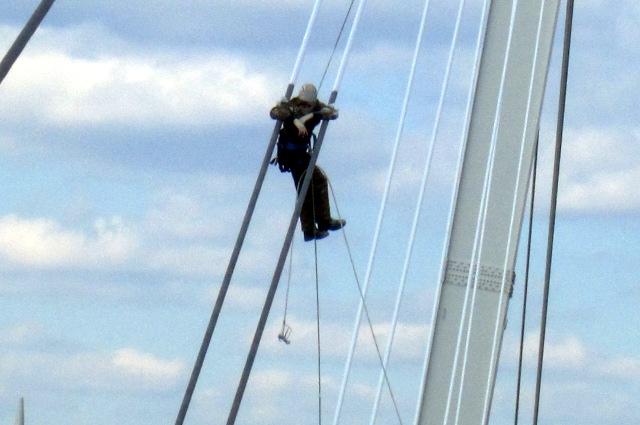 Работы на Мосту Влюбленных в Тюмени
