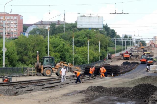 Автомобилистам дамбу откроют 1 августа, а движение электротранспорта возобновится с 1 сентября.