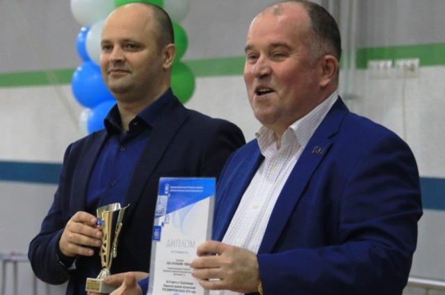 Награды вручают Андрей Семенюк и Алексей Клейн