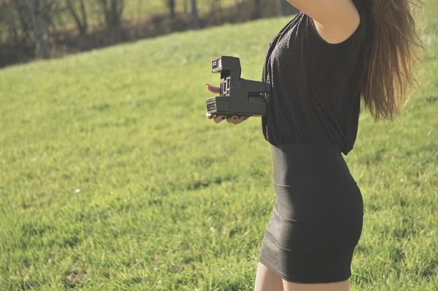 Девушка с Polaroid.