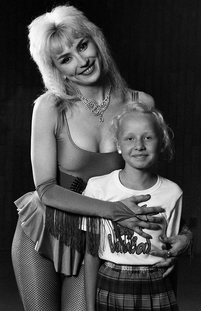 Маша Распутина с дочерью Лидой, 1993 г.