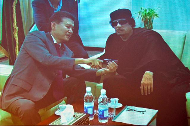 Кирсан Илюмжинов играл вшахматы с ливийским лидером Каддафи.