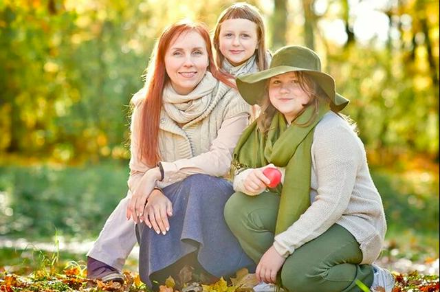 Наталья Потеха с двумя детьми