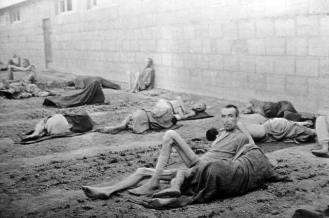 Заключенные в лагере смерти