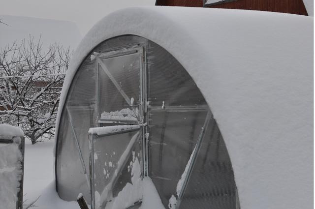 Дача, зима, теплица, снег