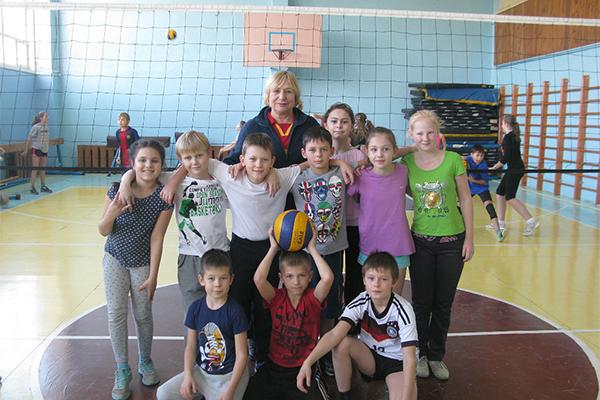 С 9-10 лет можно начинать заниматься волейболом.