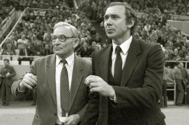 Тренер московского Спартака Федор Новиков и старший тренер Олег Романцев. 1989 год