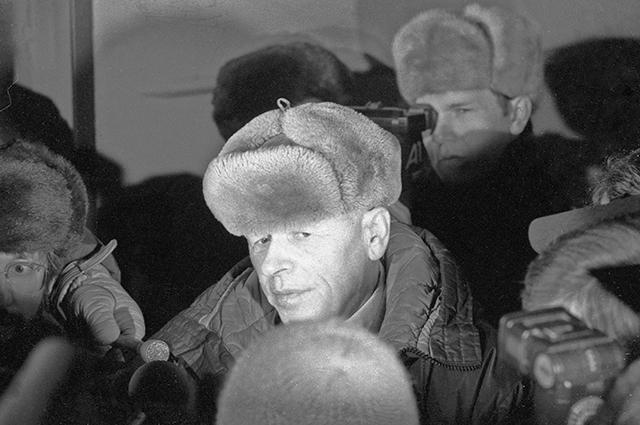 Сахаров во время своего возвращения из Горького в Москву, 1986 г.