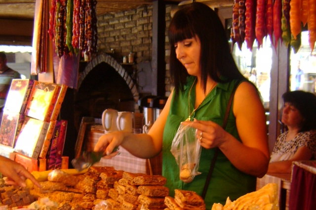 Восточный базар у подножия Ай-Петри. здесь очень вкусная самса и сладости.