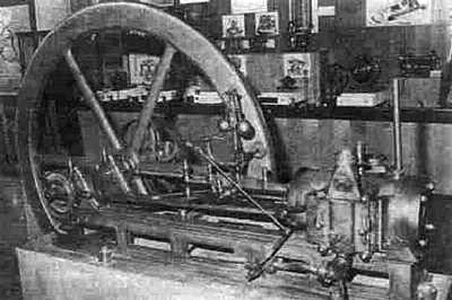 Двигатель Ленуара (музейный экспонат).