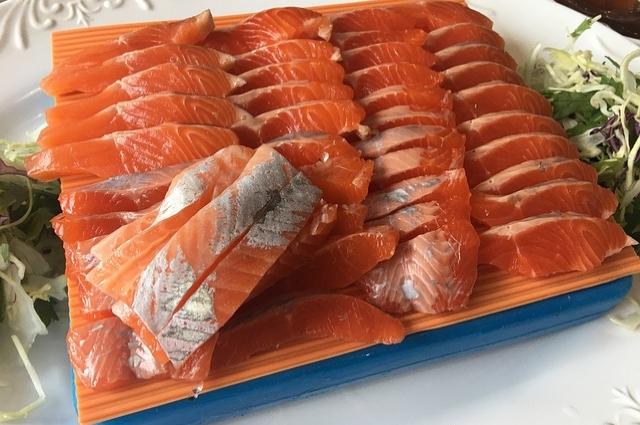 Красная рыба - самая полезная.