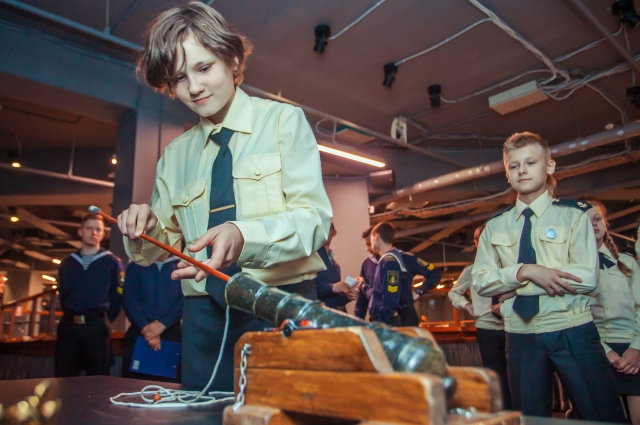Участники экскурсии-игры узнали об артиллерийском деле.