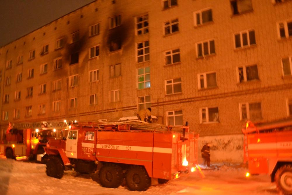 Жители верхних этажей не могли самостоятельно покинуть здание.