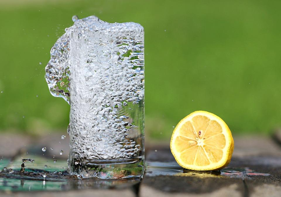 В жару помогают напитки со льдом