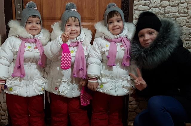 Старшая дочка в семье Поташиных очень хотела братика, но оказалось, что у нее теперь три сестренки.