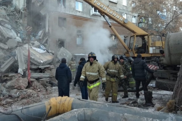 На месте ЧП работают спасатели и кинологи.