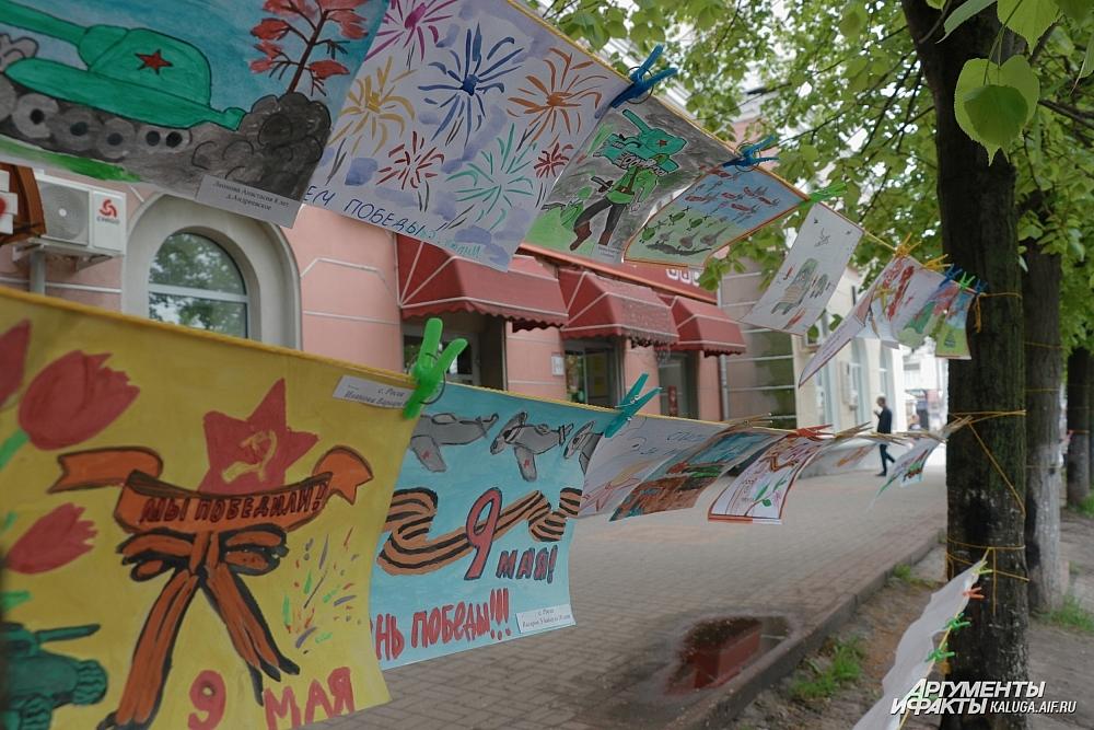 Выставка детского рисунка на Театральной площади.