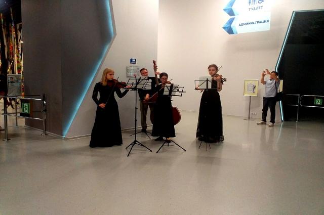 Омские музыканты порадовали гостей.