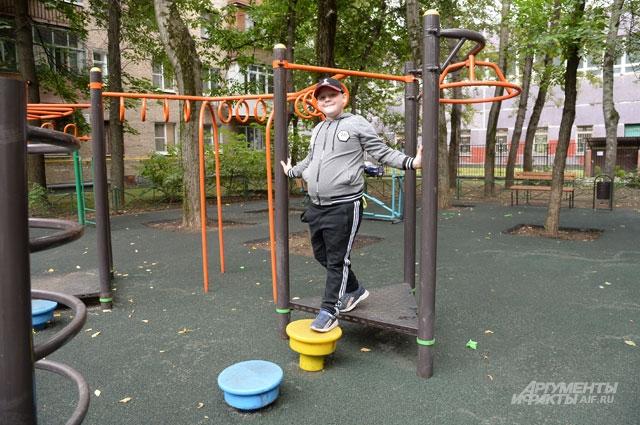 «Старожил» Нижегородского района демонстрирует спортивный уголок.