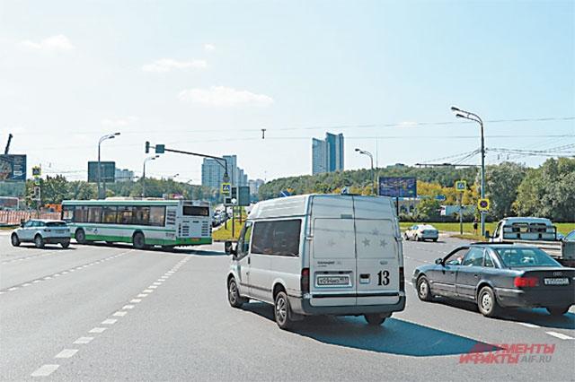 Из-за строительства новой станции метро на Ленинском проспекте в районе временно ограничено движение.
