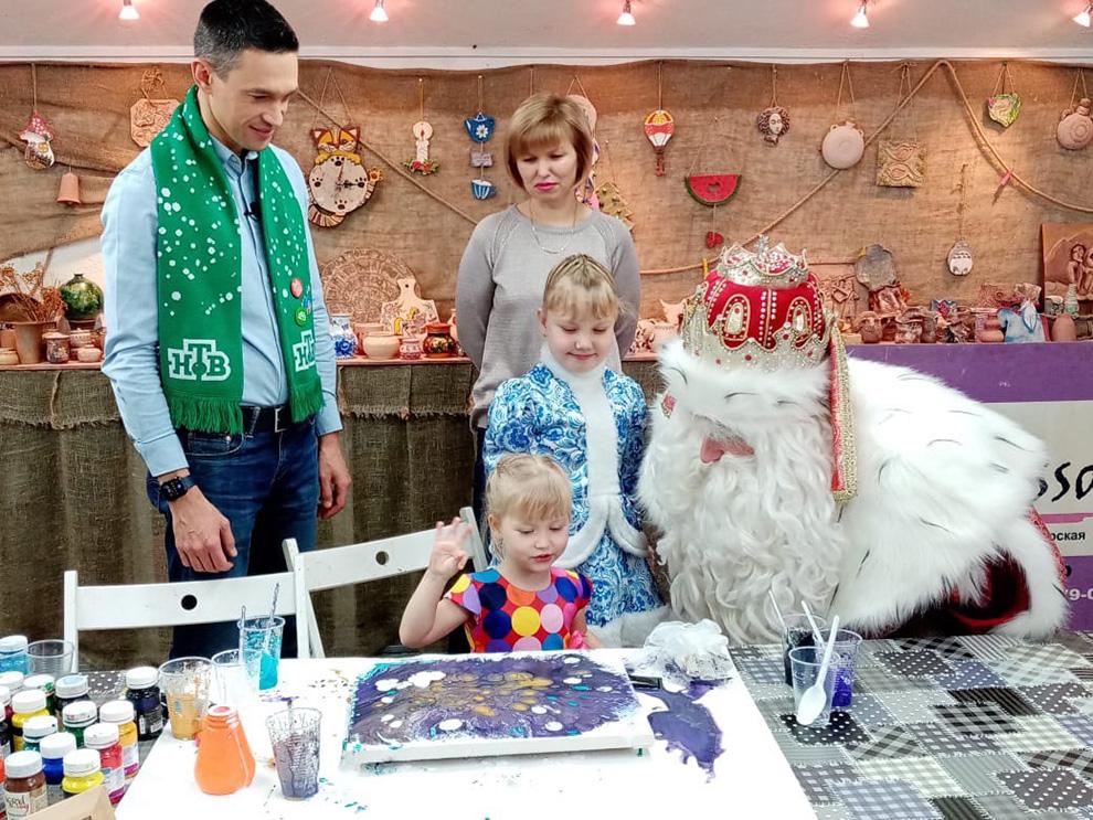 Дед Мороз навестил семилетнюю Марию Галых, которая страдает тяжелым генетическим заболеванием.