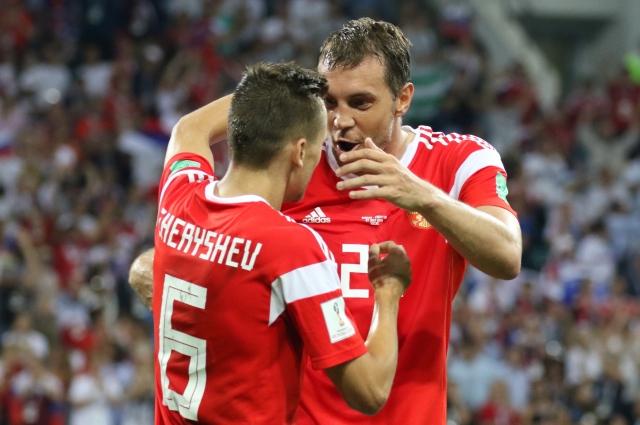 С капитаном сборной России Артёмом Дзюбой Денис Черышев составил отличный дуэт.