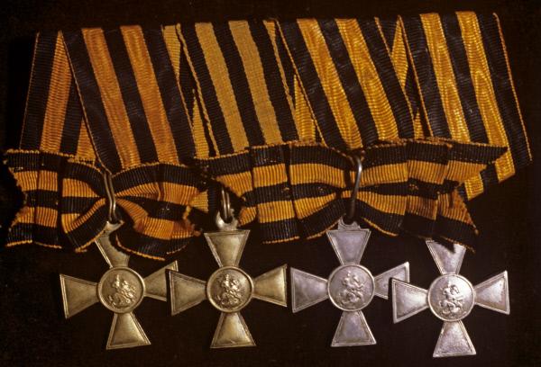 Наградной знак к ордену Святого Георгия для солдат и унтер-офицеров (1807 - 1917 годы) за выдающуюся храбрость, проявленную в бою. С 1913 года официальное название Георгиевский крест