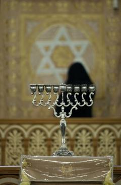 В синагогах во время празднования Хануки читается молитва Галлель
