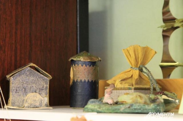 Домик и тумба с сюрпризом внутри, подставка по ёлку на тему «Дюймовочка».