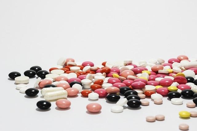После укуса насекомого людям с чувствительной коже стоит принять антигистаминные препараты.