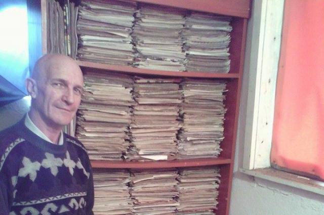 Чтобы защитить газеты от света, Йордан хранит свёртки в фольге