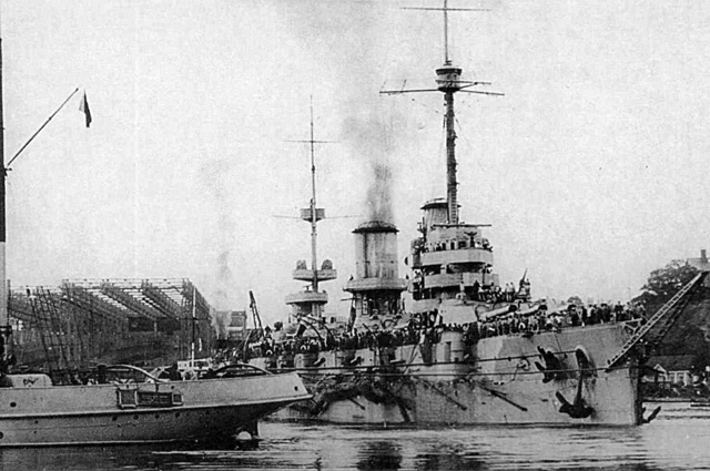 Линкор «Императрица Мария» покидает завод Руссуд, 24 июня 1915 года