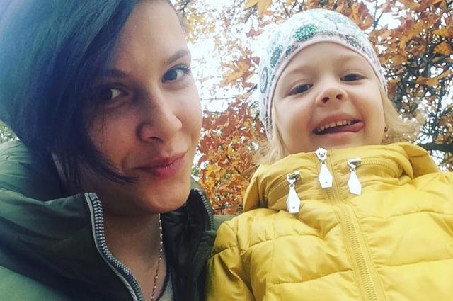 Самое большое желание Насти и её дочери Сонечки - иметь свою квартиру.
