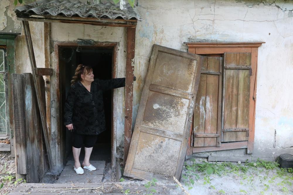 На улицу из дома выходит только Ольга, сама Валентина делает это все реже.