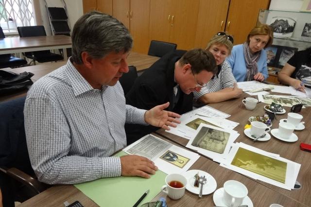 Владимир Быстров в пермском архиве .