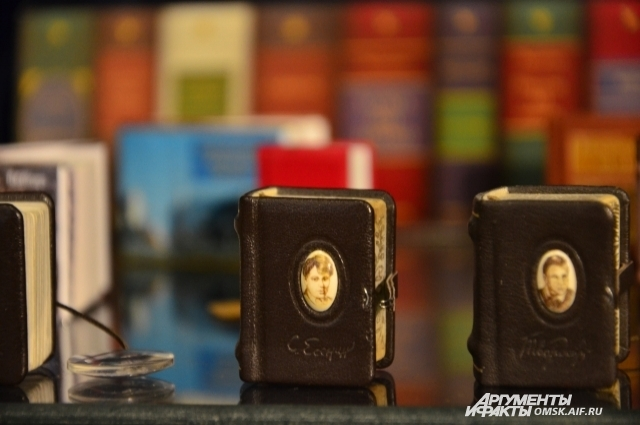 В коллекции Коненко есть и томик стихов Есенина.