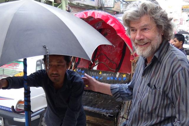 Встреча с Райнхольдом Месснером на улицах Катманду.