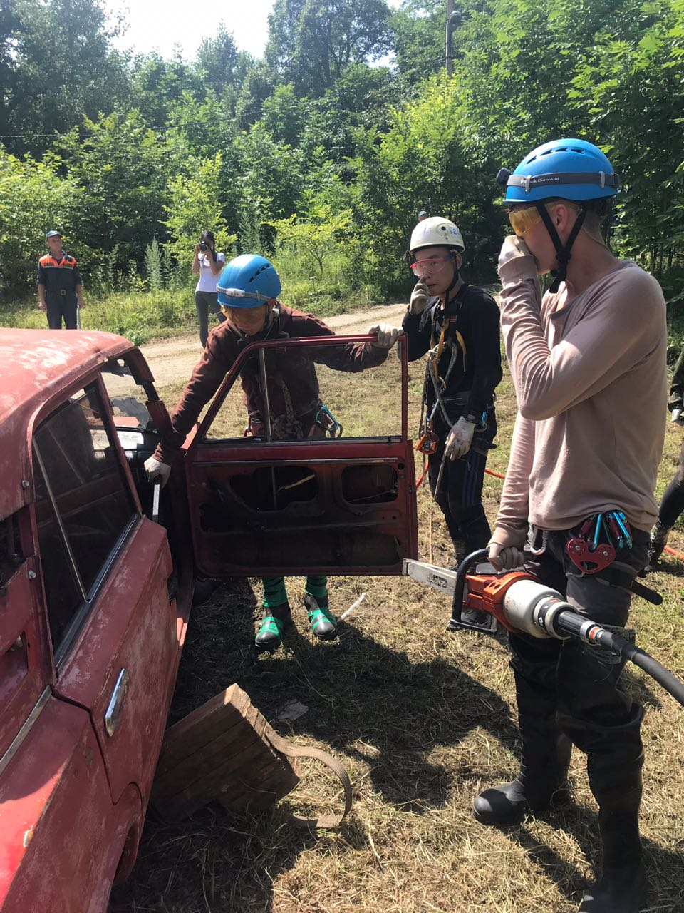 Спасательное оборудование - самое настоящее