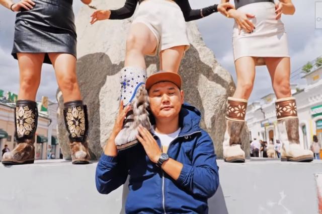 «Зацепили» юмориста вовсе не красивые девушки, идущие по Арбату в Улан-Удэ, а унты на их ногах.
