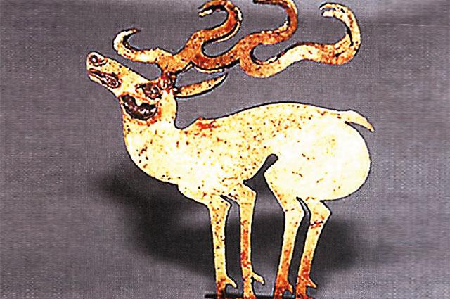 Золотой олень – элемент головного убора.