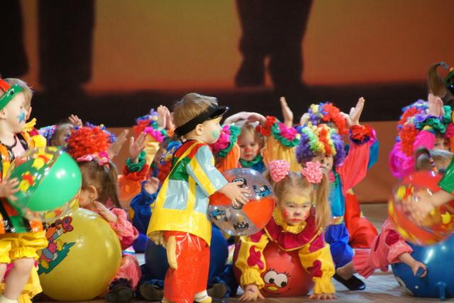 Малыши приходят в цирк, когда ещё не умеют разговаривать.